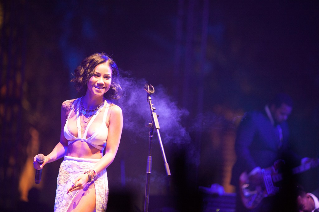 Jhene Aiko Smoking at Coachella